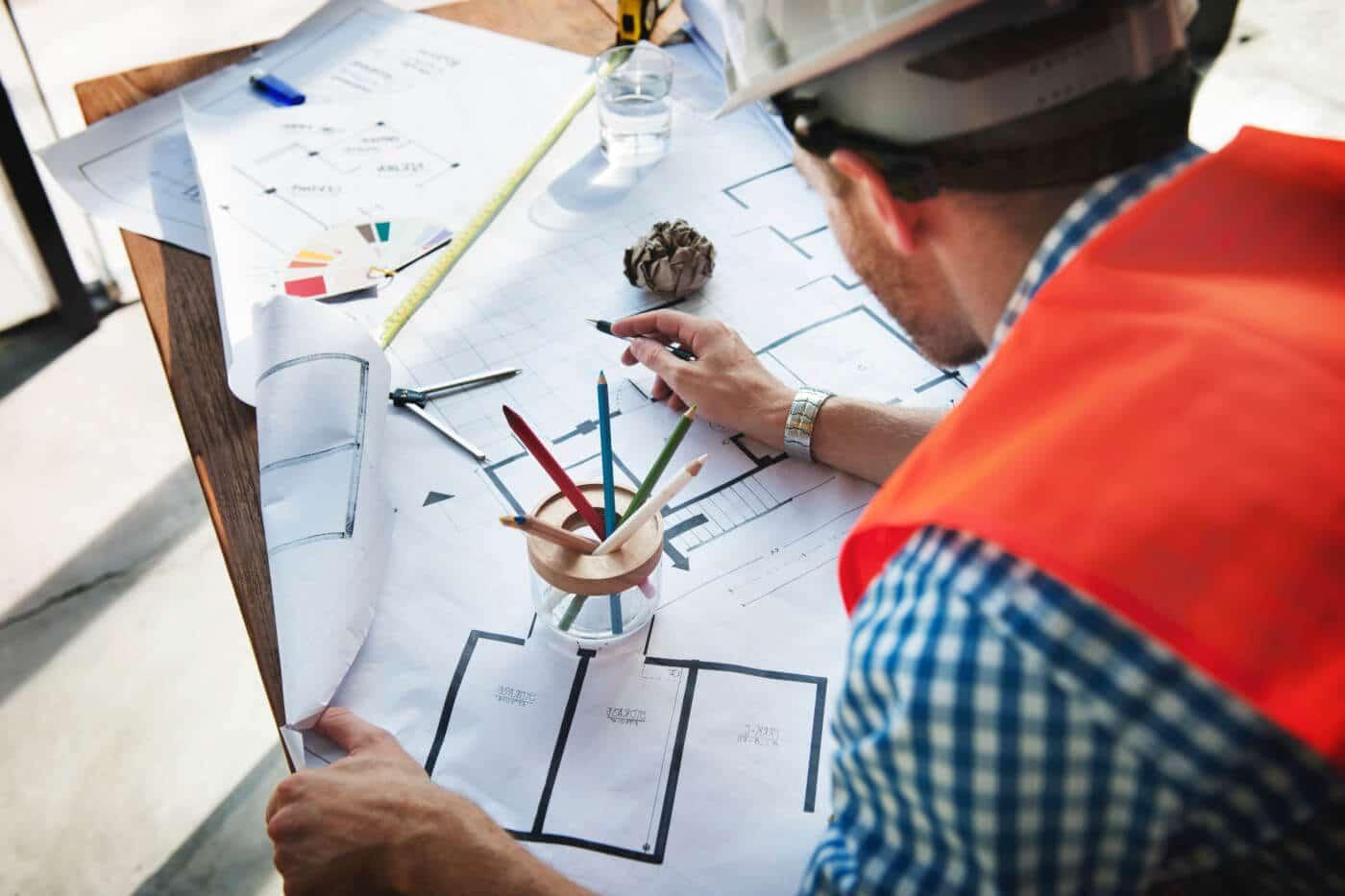 Architekt mit Grundriss